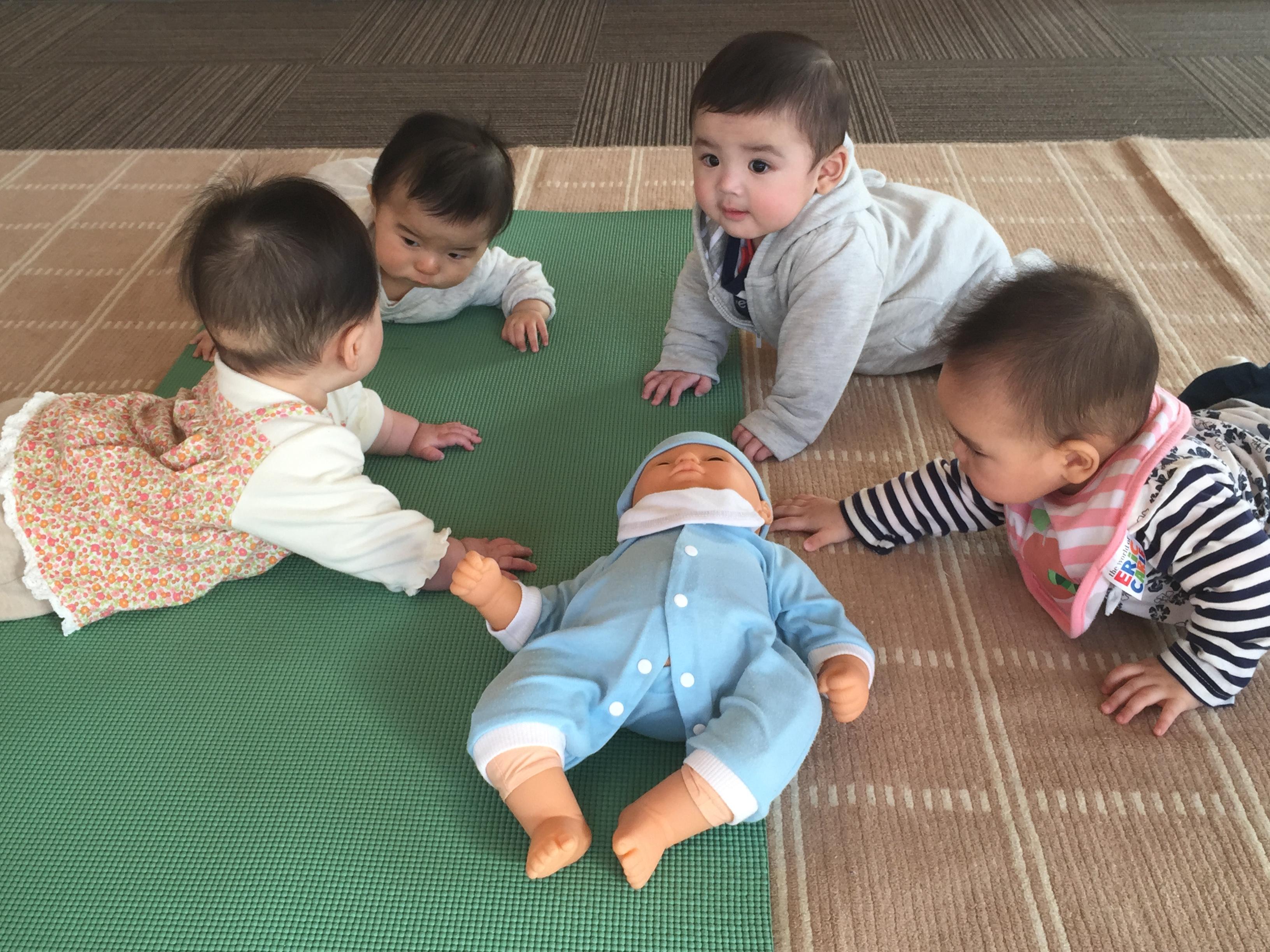 JBIAベビーヨガ_赤ちゃん会議